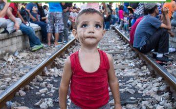 Im Bahnhof von Gevgelija warteten sehr viele Flüchtlinge teilweise tagelang auf Züge, mit denen sie weiterfahren konnten.